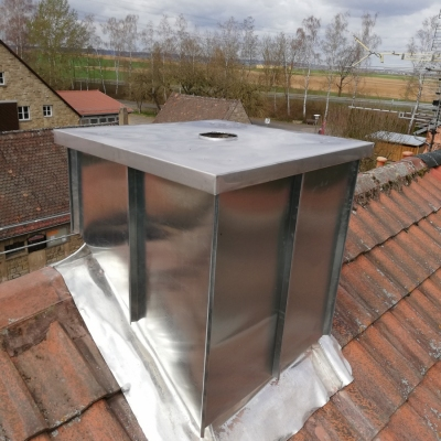 Frank Jonas aus Schwanfeld ist Dachdeckermeister. Balkone, Terrassen, Bauspenglerei, Carport, Dachfenster, Flachdach, Steildach